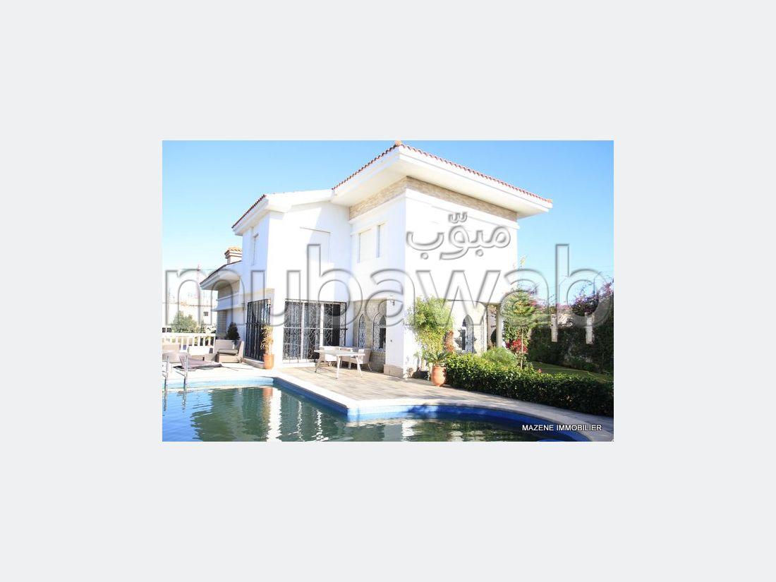 فيلا مساحتها 350م²، مطبخ مجهز، شرفة، 5 غرف، الشرف مغوغة
