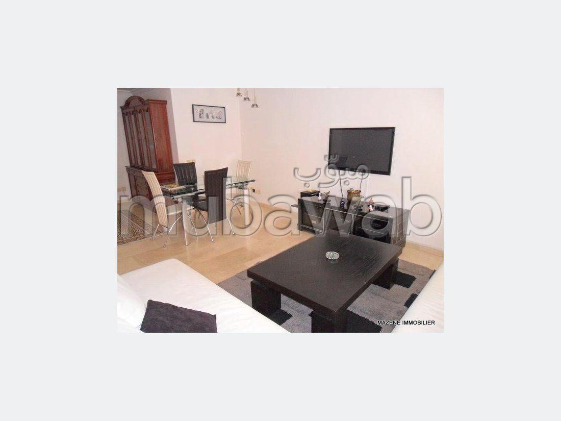 شقة مساحتها 0م²، مفروشة، مطبخ مجهز، 4 غرف، طنجة المدينة