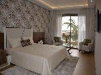 شقة مساحتها 279م²، مطبخ مجهز، مصعد، 5 غرف، بوسكورة