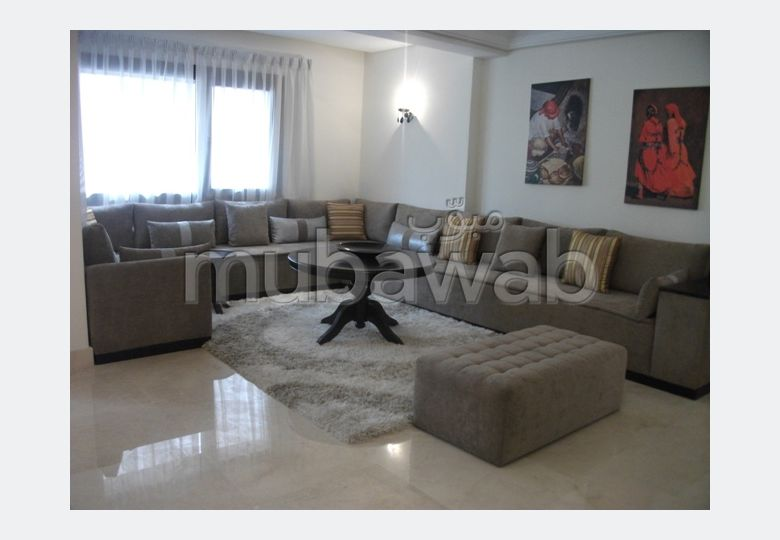 شقة مساحتها 128م²، مفروشة، مطبخ مجهز، 3 غرف، جيليز