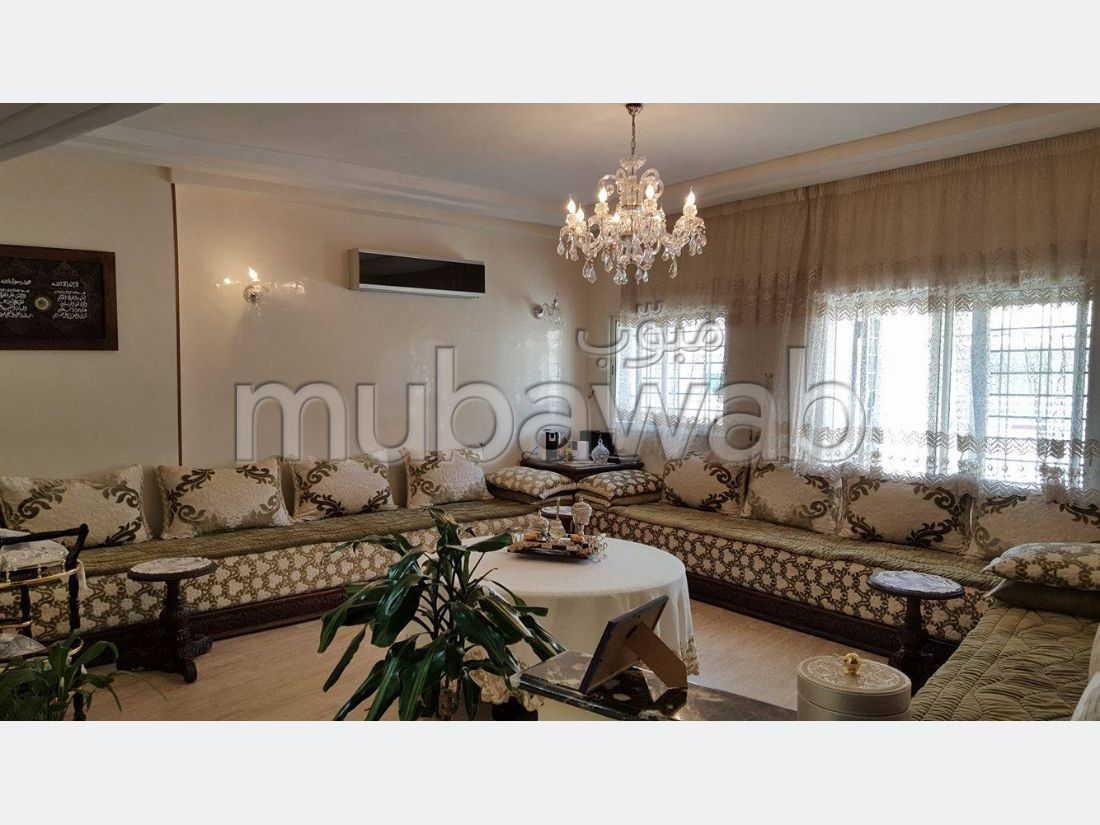 Sale of a lovely apartment. Dimension 130 m². With garage and lift.