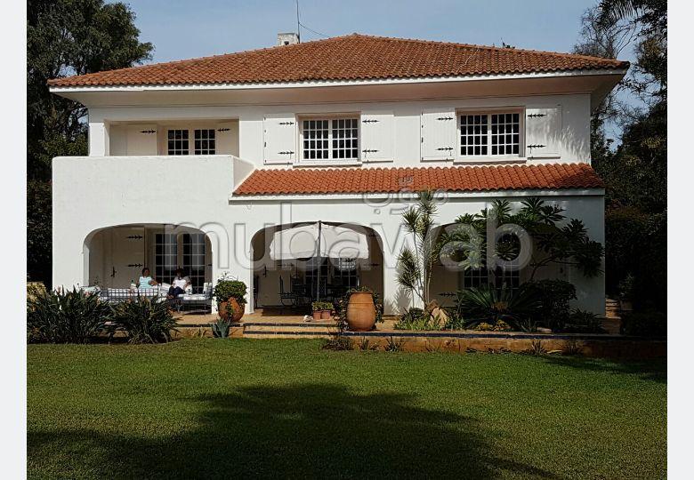 منزل ممتاز للبيع بأنفا. 7 قطع رائعة. حديقة وشرفة.