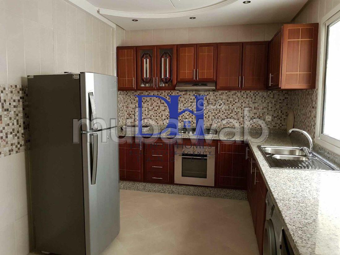 شقة مساحتها 140م²، مفروشة، 6 غرف