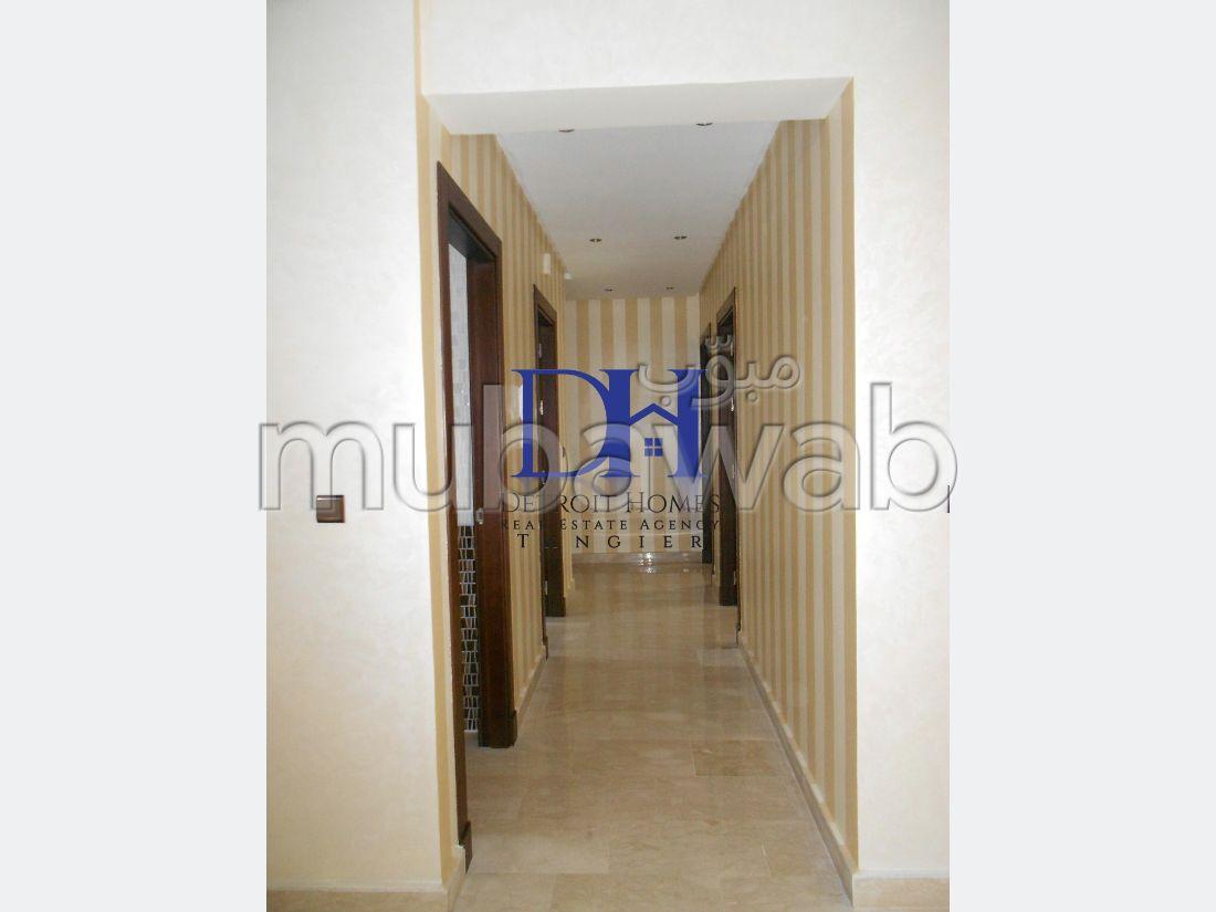 شقة مساحتها 150م²، 5 غرف، طنجة المدينة
