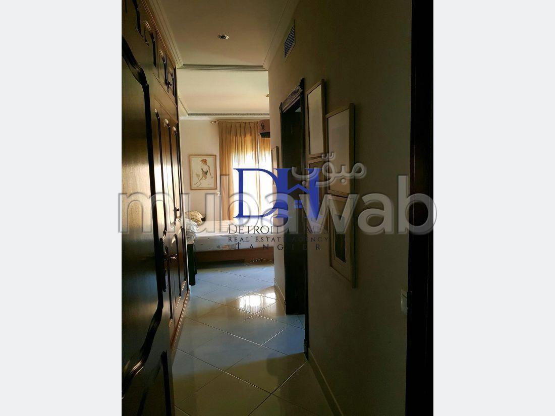 شقة مساحتها 500م²، مفروشة، شرفة، 7 غرف، طنجة المدينة