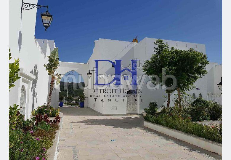 فيلا مساحتها 280م²، شرفة، حديقة، 6 غرف، الشرف مغوغة