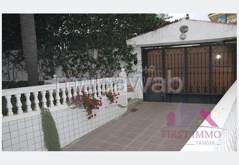 Spacieuse villa meublée en location