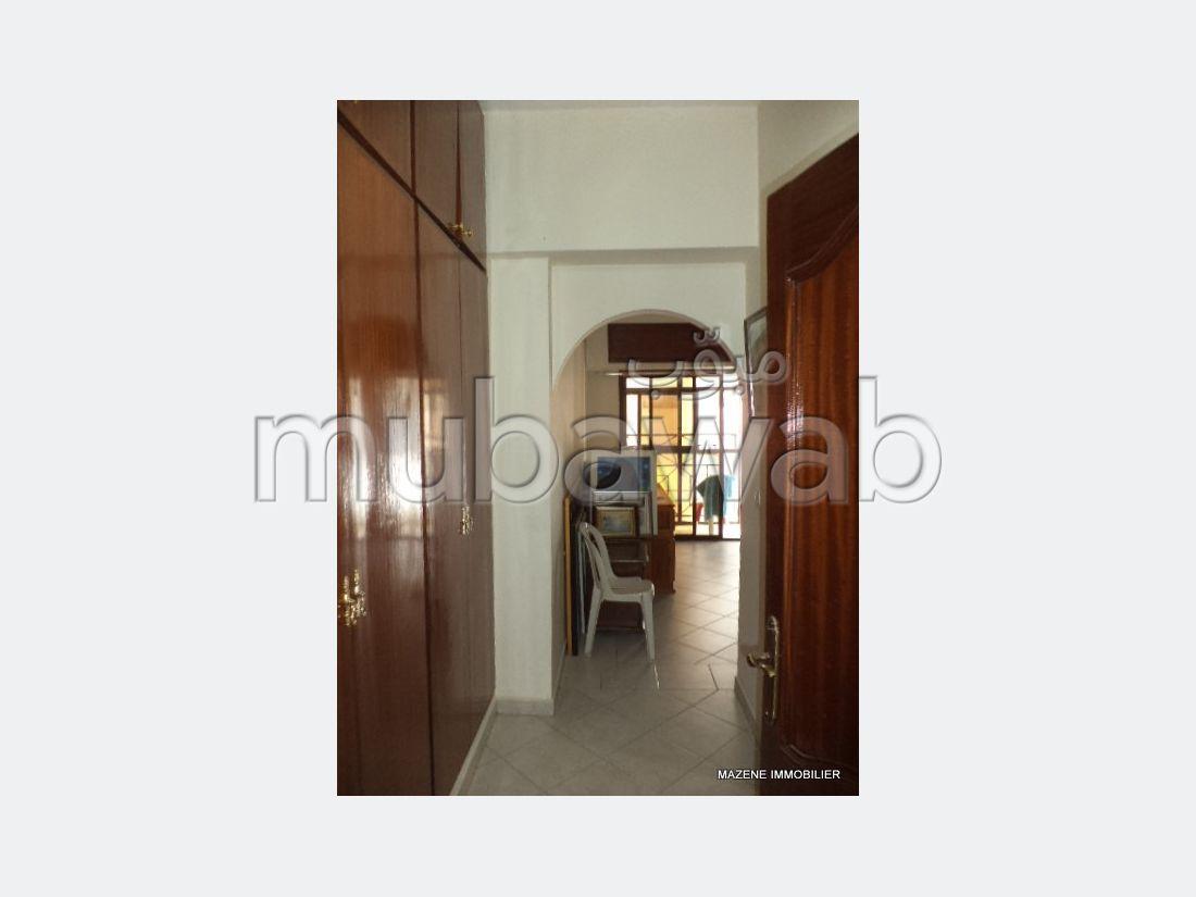 شقة مساحتها 160م²، مطبخ مجهز، مصعد، 5 غرف، طنجة المدينة