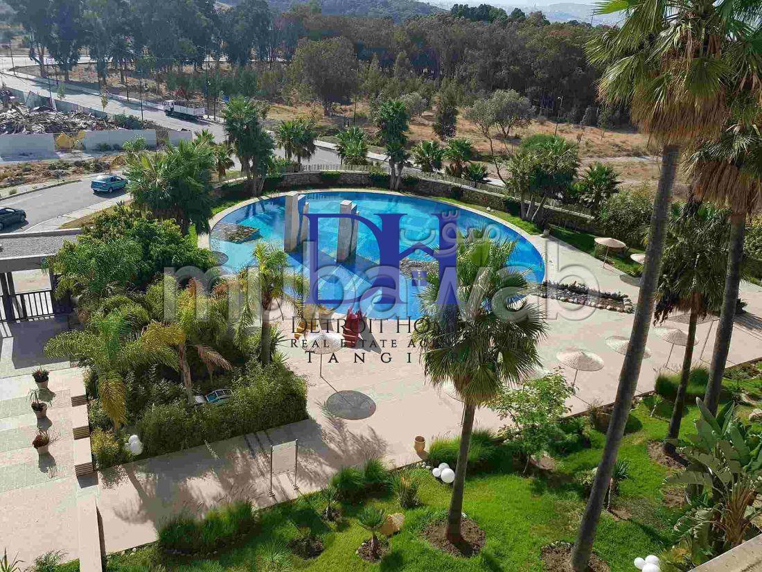 شقة مساحتها 130م²، مفروشة، حديقة، 6 غرف