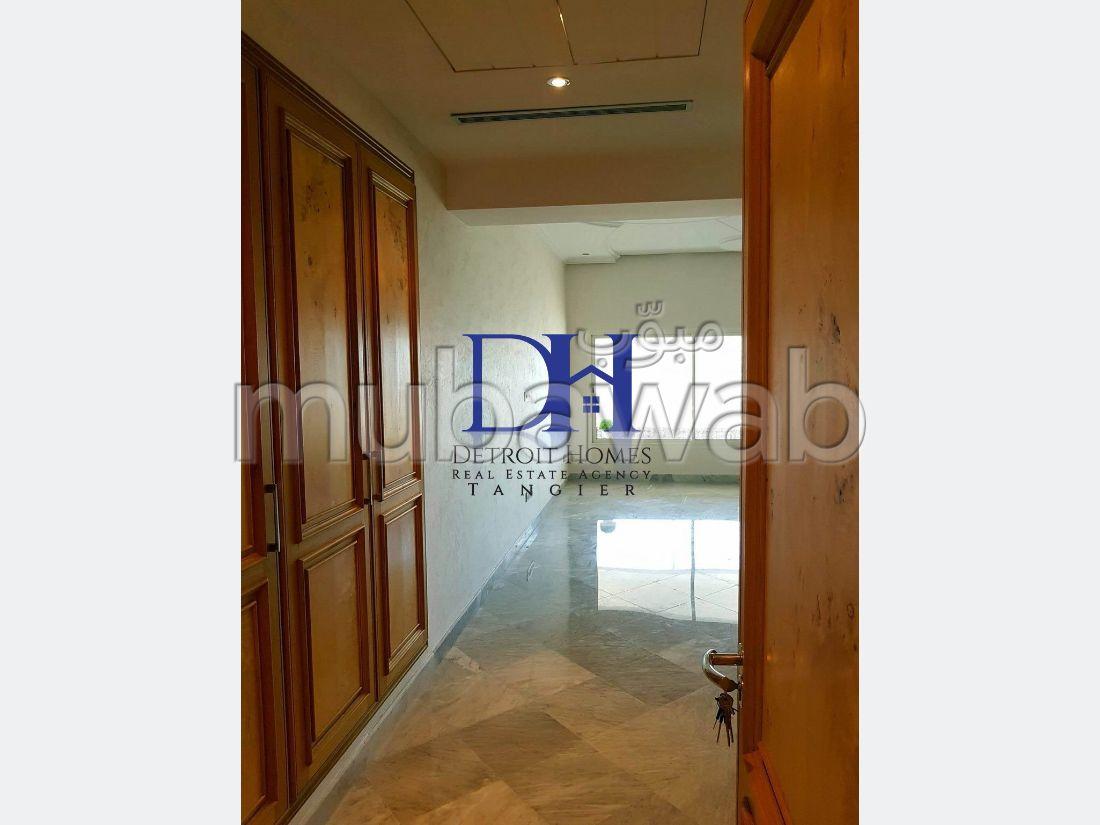 شقة مساحتها 270م²، شرفة، 6 غرف، طنجة المدينة