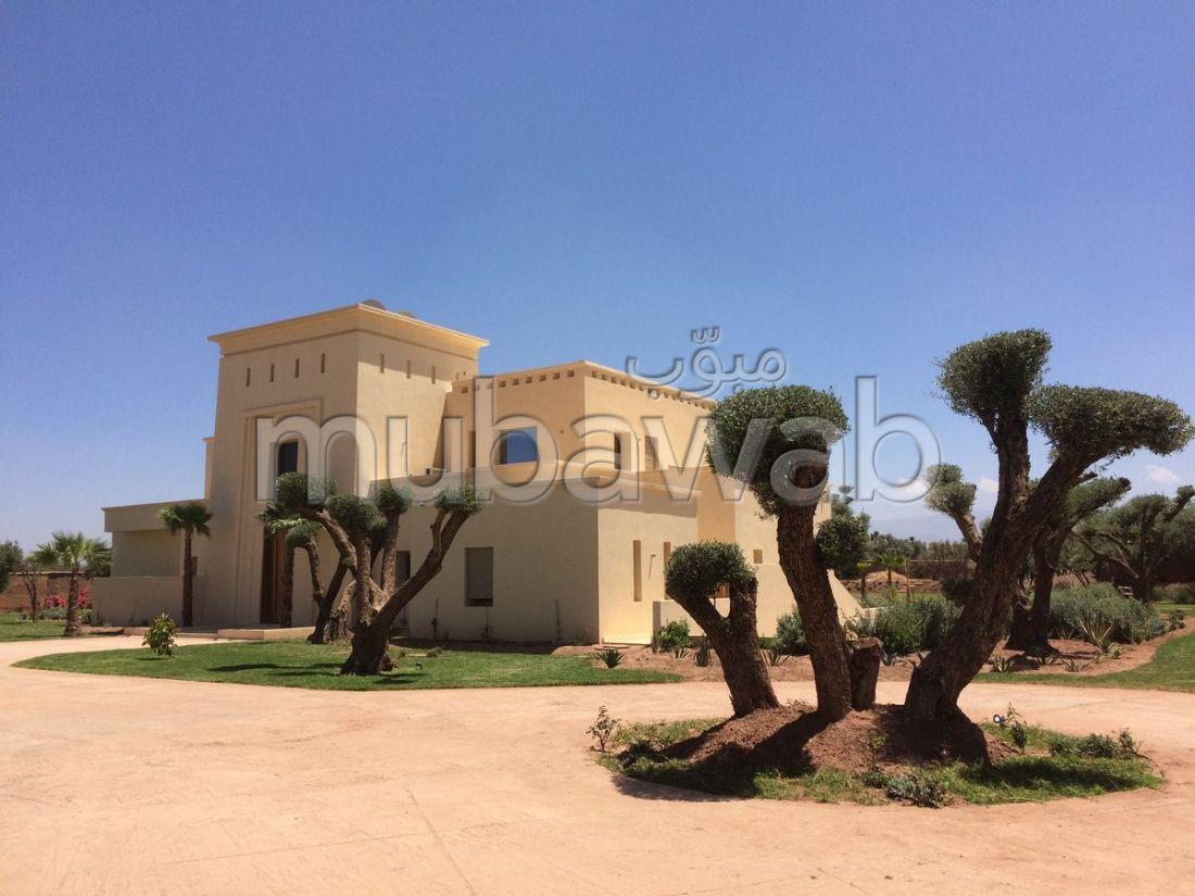 Villa minimaliste de 7 chambres, 950 m2, piscine sur 1 hectare, 15 km de Marrakech