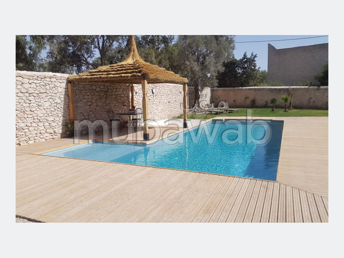 High quality villa for sale. 6 rooms. Large balcony.
