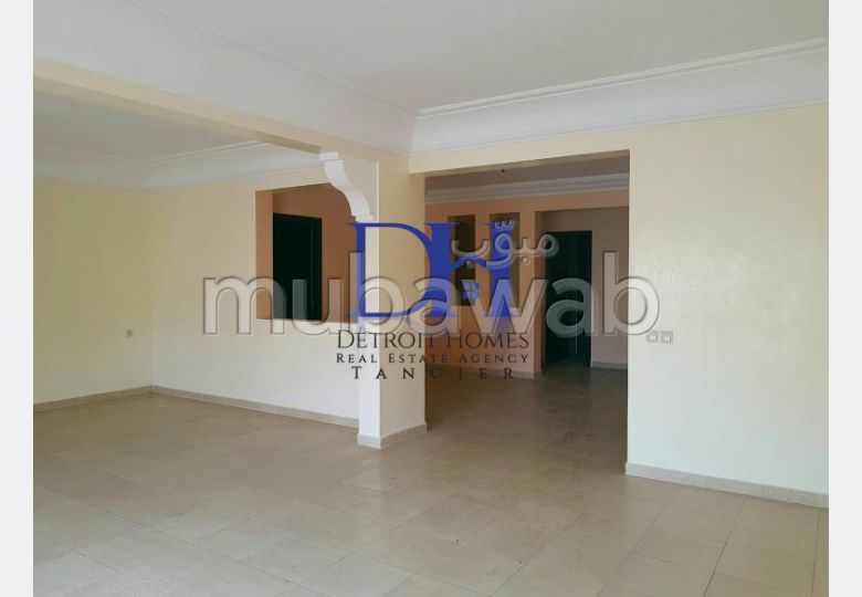 Apartment for rent. 3 beautiful rooms. Garage.