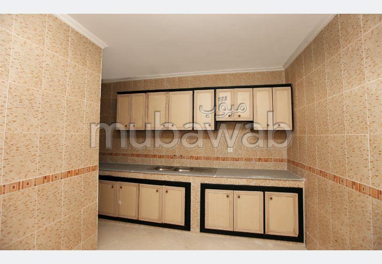 شقة رائعة للبيع بطنجة. المساحة الكلية 70.0 م². مصعد.