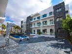شقة للبيع بدار بوعزة. 2 غرف ممتازة. حمام سباحة و نظام تكييف للهواء.