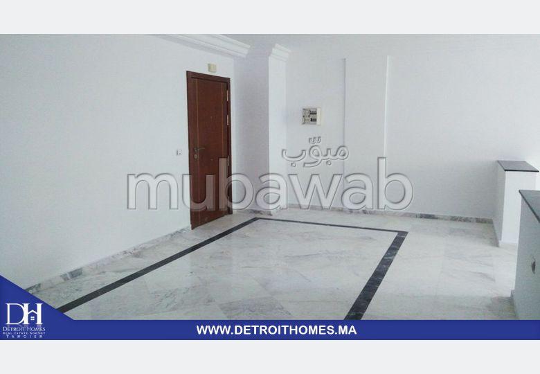 Bonito piso en venta en Centre. 3 Sala de estar. Aire condicionado integrado.