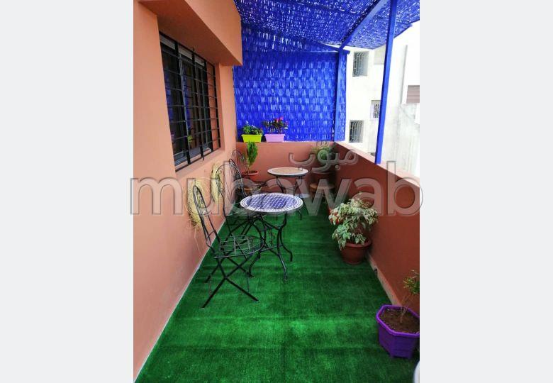 شقة جميلة للبيع ب لاجيروند. المساحة الكلية 326 م². بواب ومكيف الهواء.
