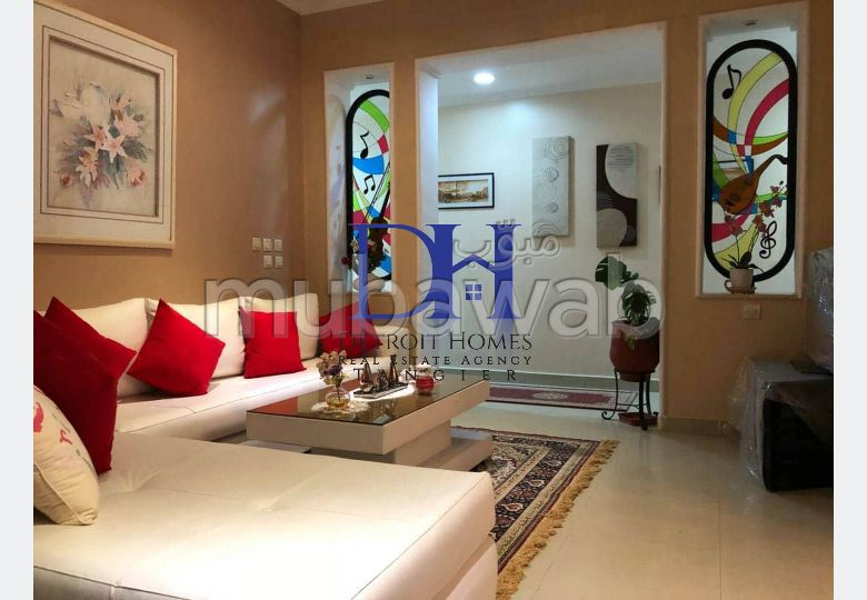 شقة مساحتها 190م²، مفروشة، شرفة، 7 غرف، طنجة المدينة