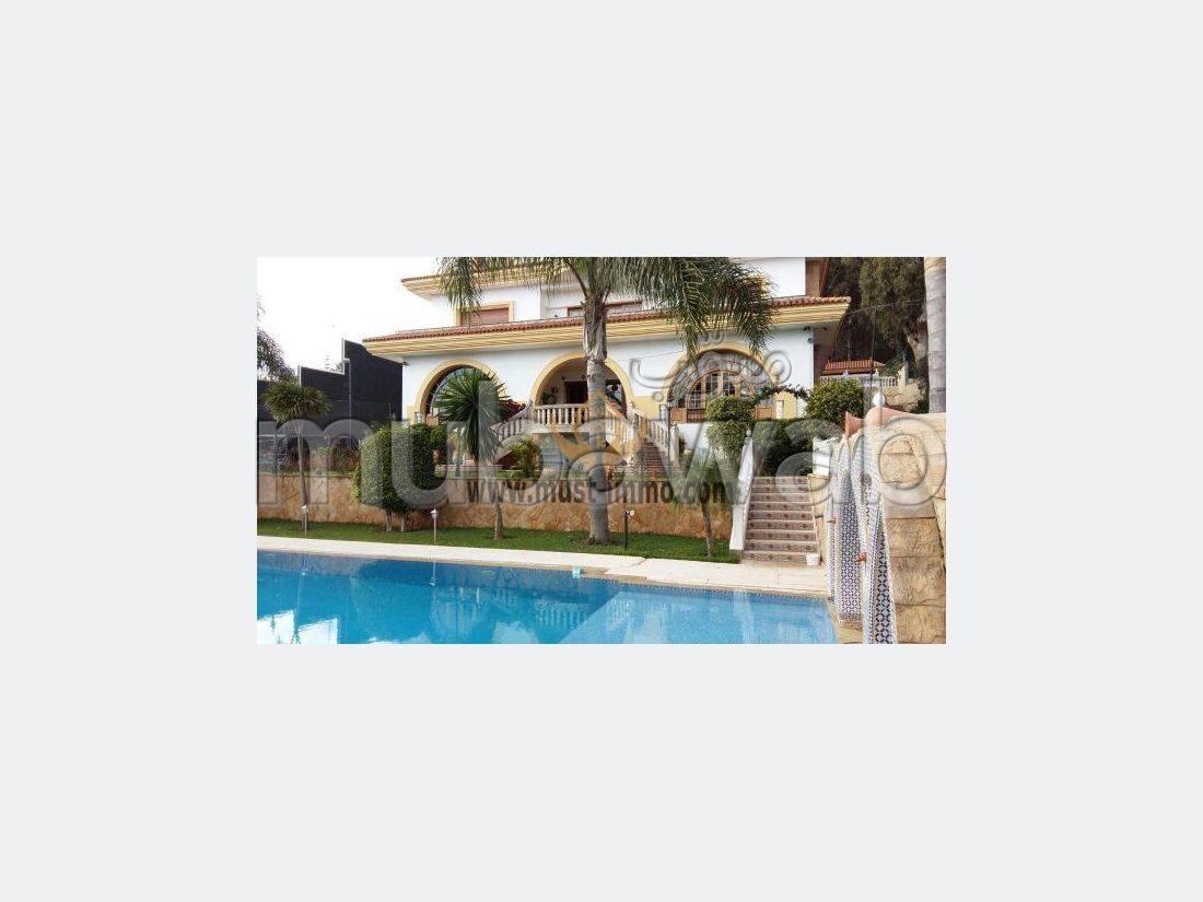 Magnifique villa avec vue à vendre quartier Golf Montagne
