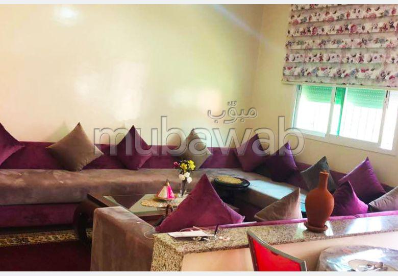 فيلا مساحتها 200م²، مطبخ مجهز، شرفة، 6 غرف، القنيطرة