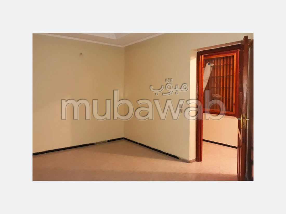 Find an apartment to buy in Centre. 6 rooms. Private garage.