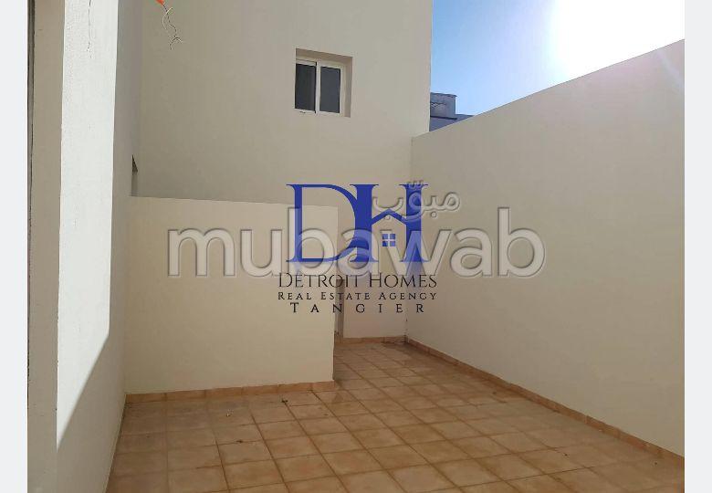 شقة مساحتها 133م²، شرفة، 5 غرف