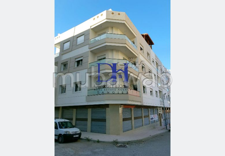Oficinas y locales comerciales en alquiler. Area 200 m².