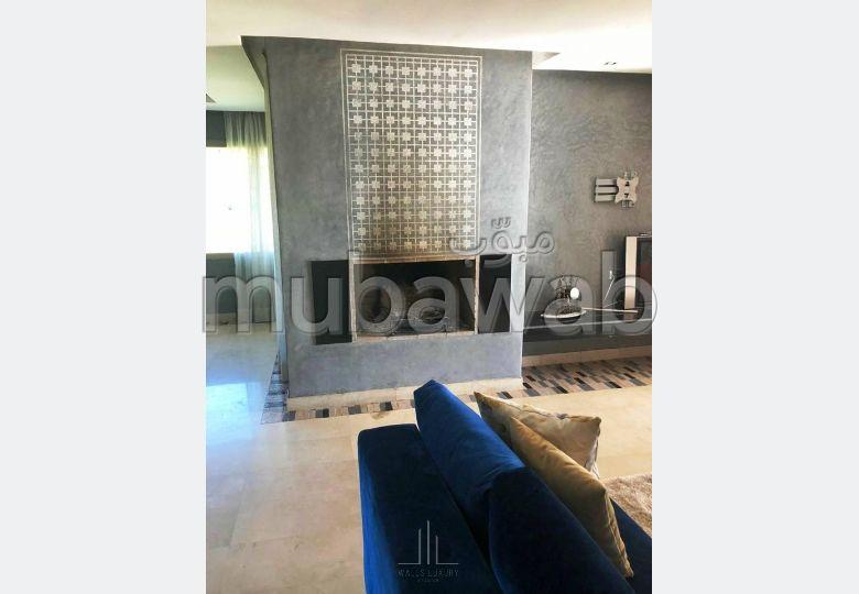 شقة مساحتها 185م²، مطبخ مجهز، شرفة