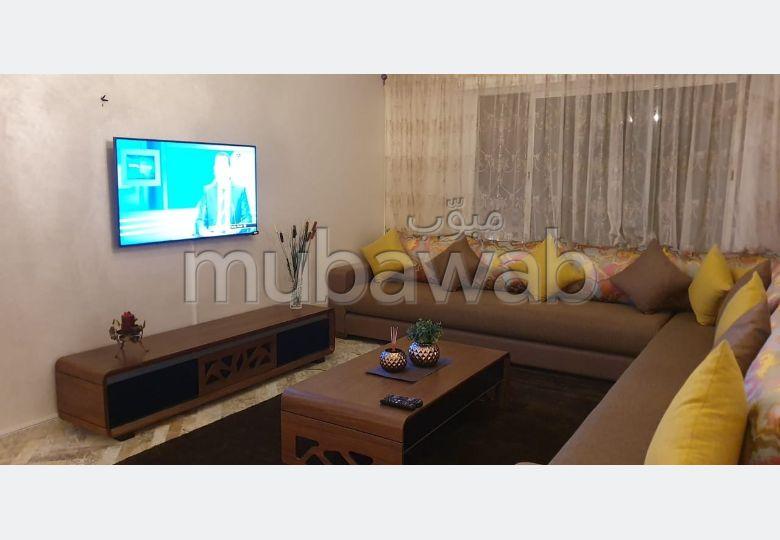 شقة مساحتها 150م²، مفروشة، مطبخ مجهز، 4 غرف، طنجة المدينة