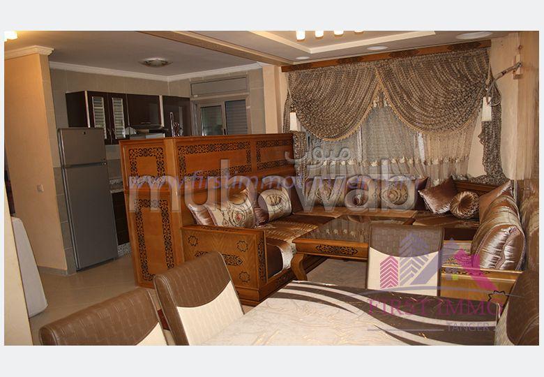 شقة رائعة للايجار ب الحي الإداري. المساحة الإجمالية 60 م². صالون مغربي نموذجي ، إقامة آمنة.