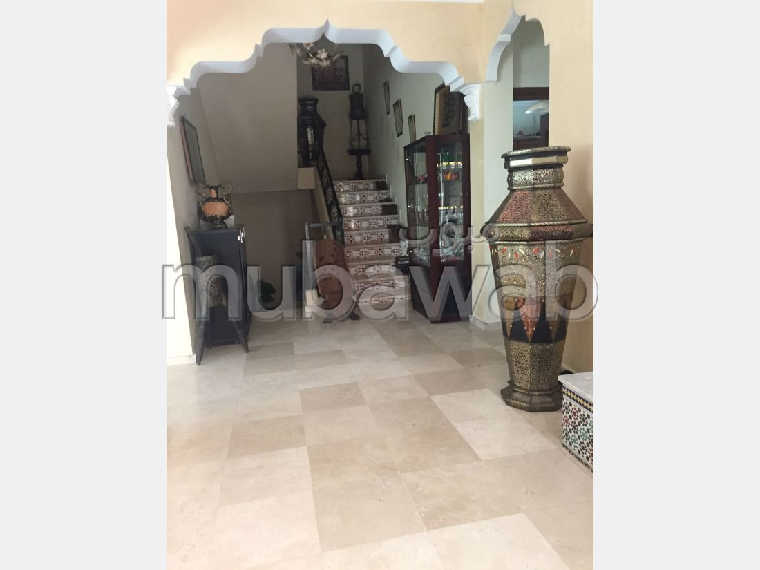 High quality house for sale in Nassim 1. Area 354 m². Carpark and terrace.