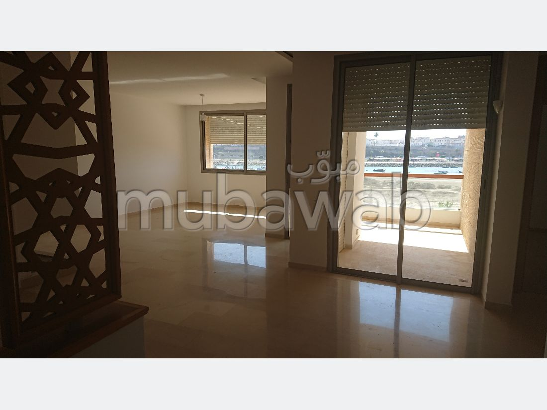 Flat for rent in Hassan - Centre Ville. Total area 145.0 m². Exceptional sea view, central heating.