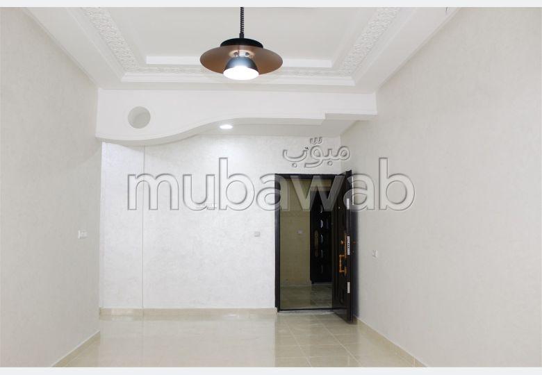 شقة رائعة للبيع ب حي أهلا. 3 غرف جميلة. مصعد.