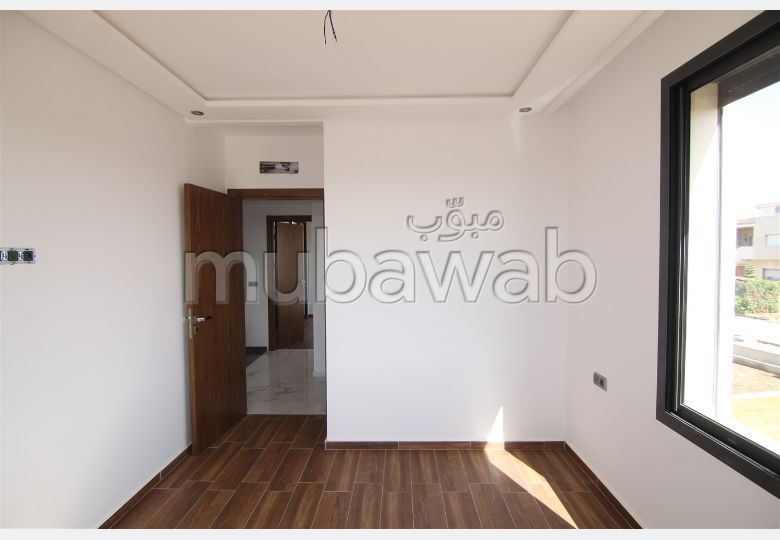 Fabulous house for sale. Total area 202 m². Private garden.