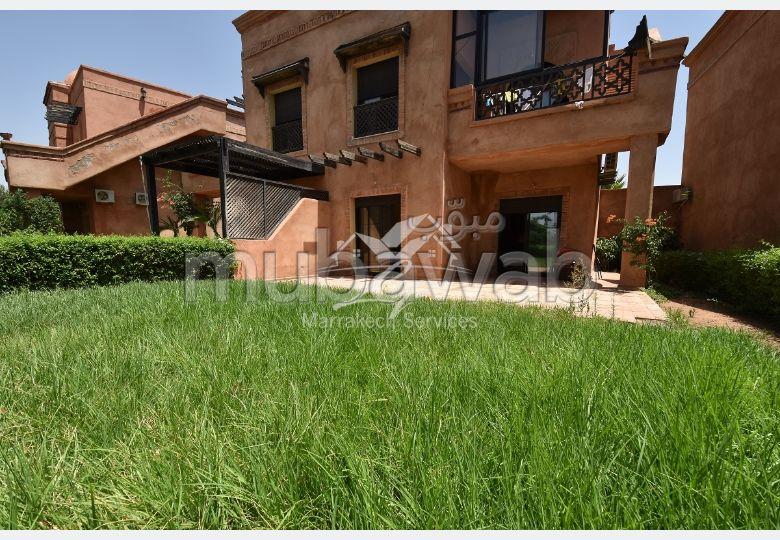 شقة رائعة للبيع طريق فاس ب. 1 غرفة. أماكن وقوف السيارات وشرفة.