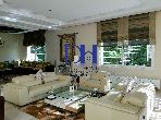 Se vende villa de lujo. 4 Habitación pequeña. Plazas de parking y jardín.