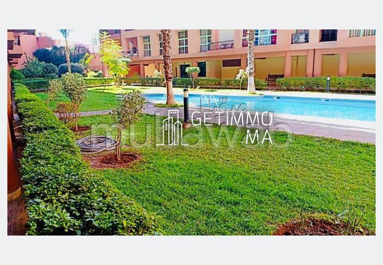 شقة مساحتها 137م²، شرفة، مسبح، 4 غرف