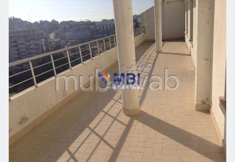 شقة مساحتها 134م²، مطبخ مجهز، شرفة، غرفتين، طنجة المدينة