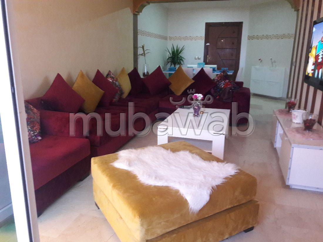 شقة مساحتها 140م²، مفروشة، مطبخ مجهز، 4 غرف، المحمدية