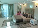 Villa de alto standing en alquiler en Malabata. Superficie 300 m². Jardín privado, trastero.