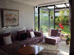 شقة مساحتها 130م²، مطبخ مجهز، حديقة، 3 غرف، بوسكورة