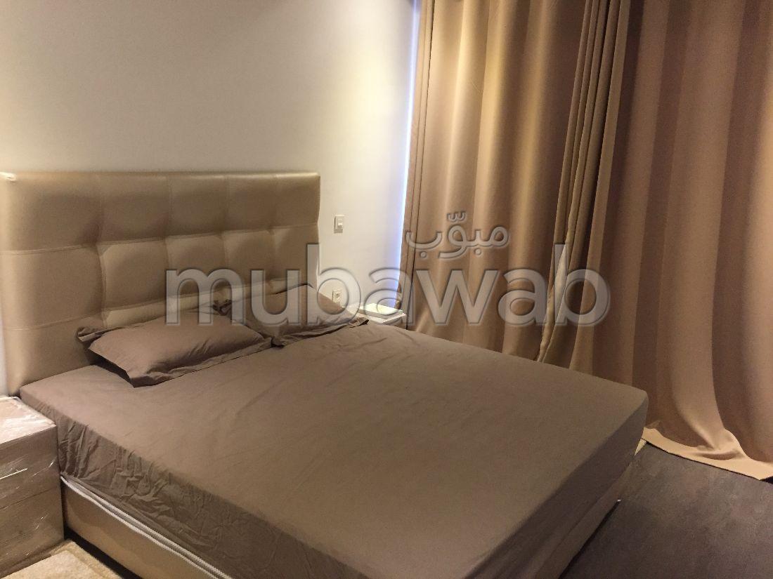شقة مساحتها 150م²، مفروشة، مطبخ مجهز، 4 غرف، أكادير