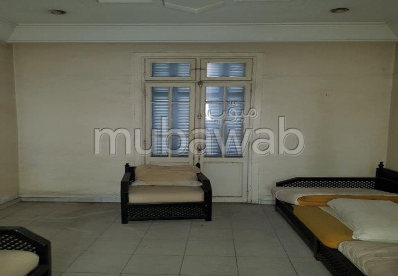 Home to buy in Centre Ville. Area 1 200 m². With lift and terrace.