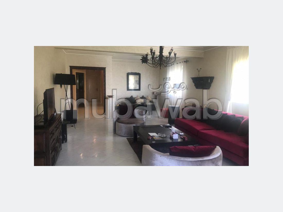 شقة مساحتها 184م²، مطبخ مجهز، شرفة