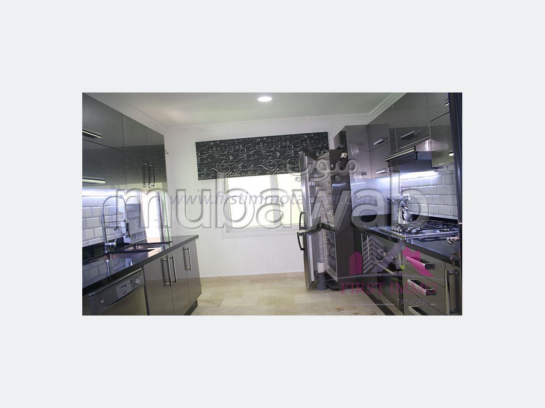 شقة مساحتها 120م²، مفروشة، مطبخ مجهز، طنجة المدينة