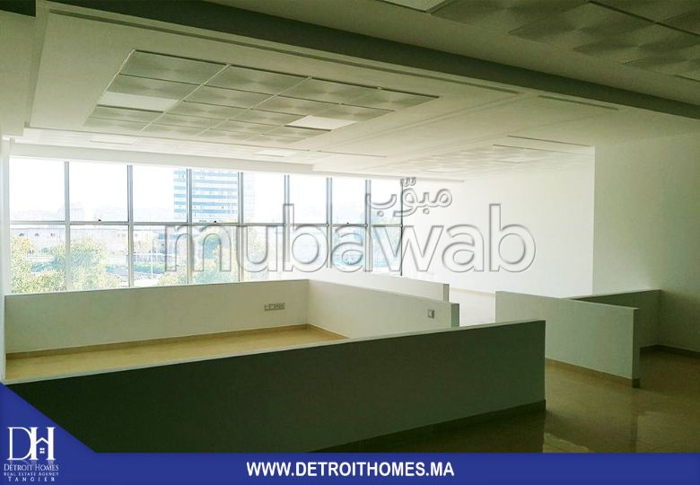 مكتب مساحته 104م²، الشرف مغوغة