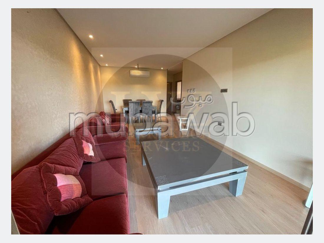 Encuentra un piso en alquiler en Agdal. 4 Sala común. Bien decorado.