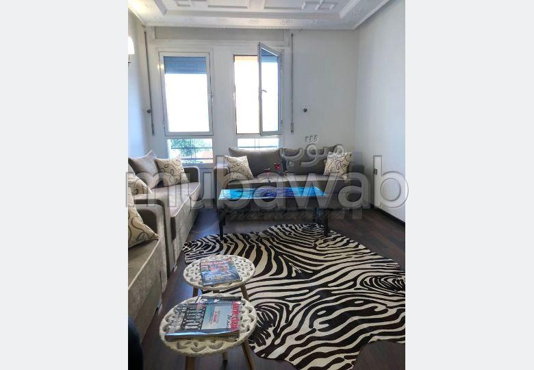 شقة مساحتها 125م²، مطبخ مجهز، مصعد، 3 غرف، طنجة المدينة