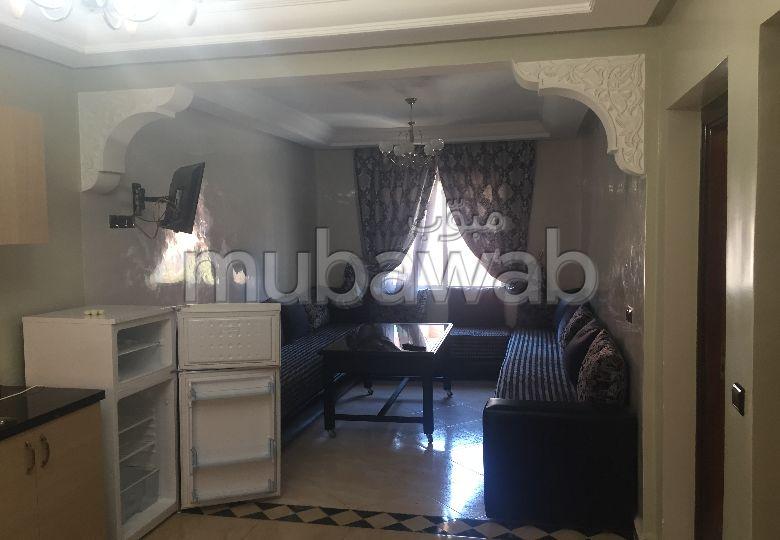 شقة مساحتها 75م²، مفروشة، مطبخ مجهز،  غرفة، طريق الدار البيضاء