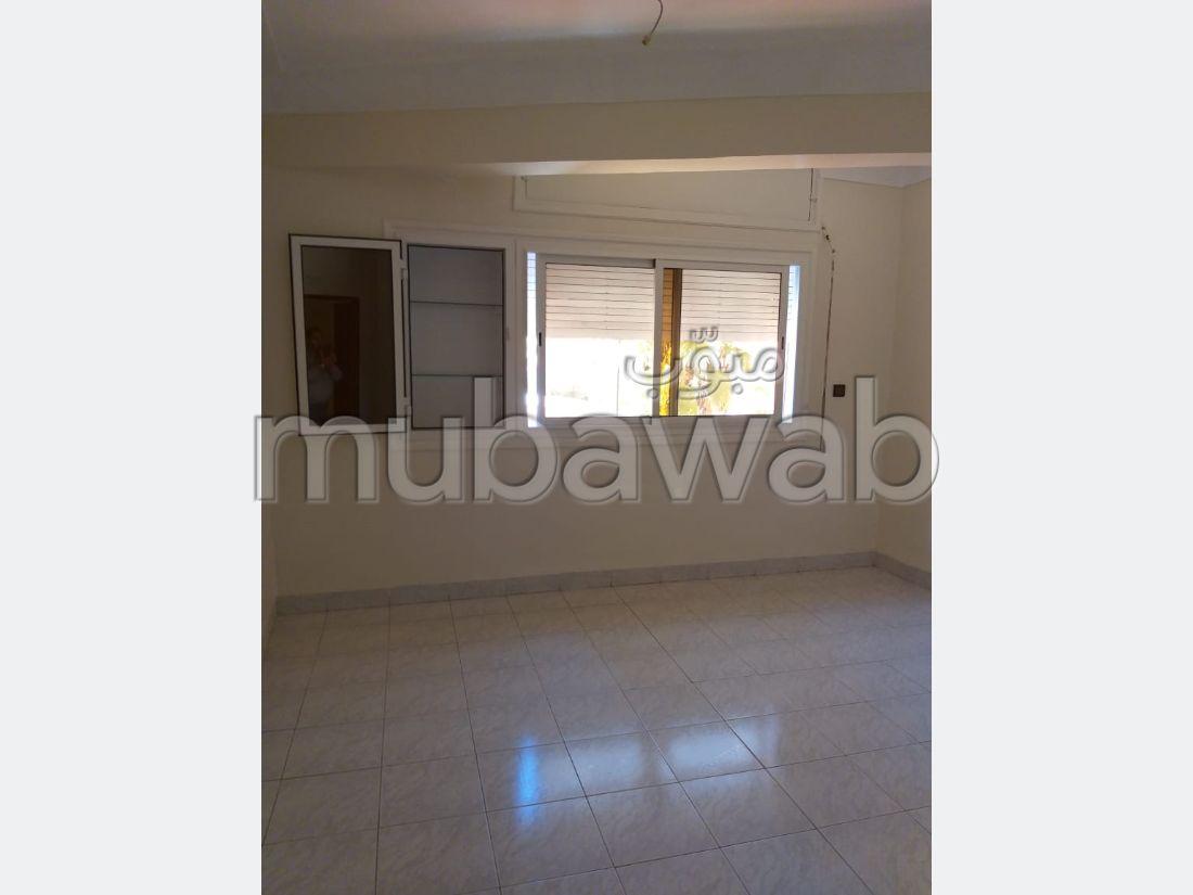 شقة مساحتها 96م²، شرفة، مصعد، 4 غرف، جيليز